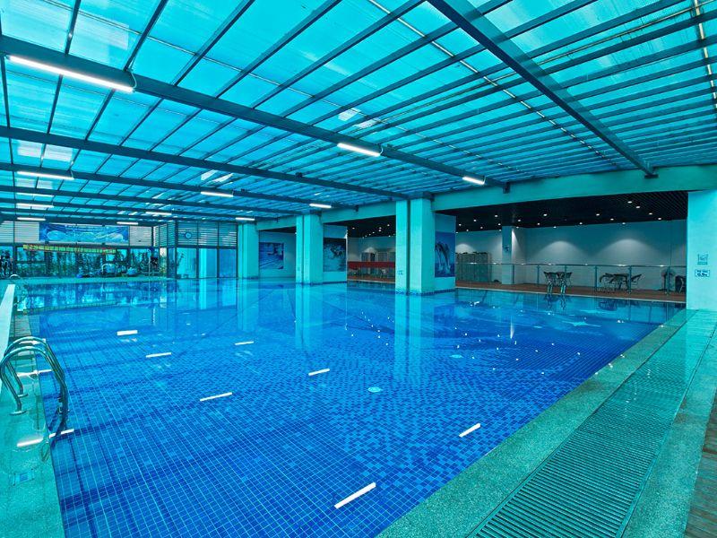 Bể bơi có mái che là gì? Những tiêu chuẩn và lợi ích của nó mang lại